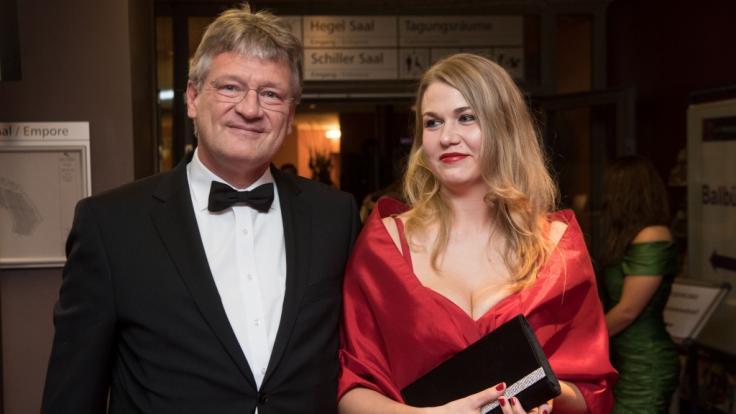 Der AfD-Bundesvorsitzende Jörg Meuthen (l) mit seiner heutigen Frau Natalia Meuten (geb. Zvekic) beim Landespresseball 2017. (Foto)
