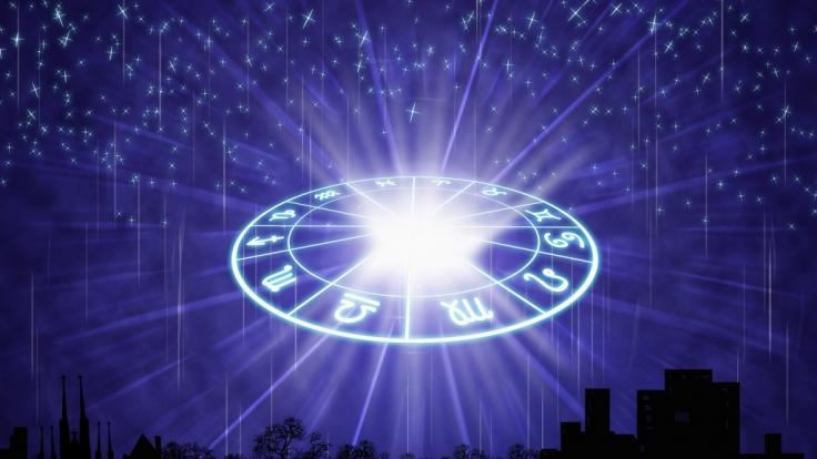 Das raten Ihnen die Sterne im aktuellen Tageshoroskop heute. (Foto)