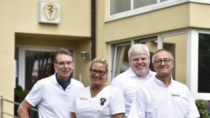 Die Retter in der Not für leidtragende Vierbeiner: Die Leiter der Tierklinik Lüneburg, Dr. Friedrich Müller, Tierärztin Uta Rönneburg, Dr. Dirk Remien und Dr. Uwe Zimmermann (von links nach rechts).