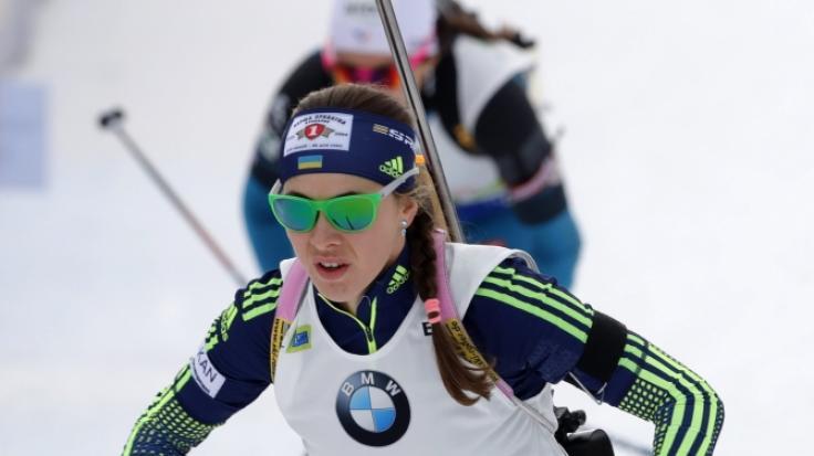 Die Ukrainerin Julija Dzhima gewinnt inPokljuka den 15-Kilometer Lauf im Damen-Einzel.