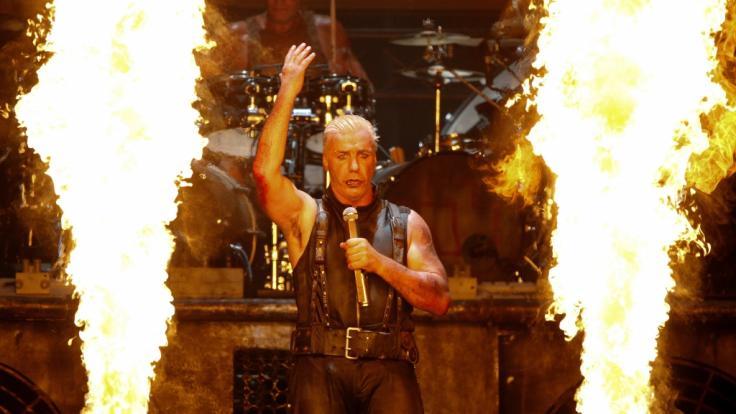 Till Lindemann, Sänger der Band Rammstein, sorgt mit seinen Auftritten immer wieder für Skandale. (Foto)