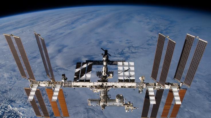 Die undatierte Aufnahme zeigt die Internationale Raumstation (ISS). Ab 2020 sollen sich hier auch Touristen aufhalten.