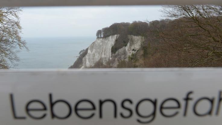 Warnschilder sollen Touristen auf die Gefahren hinweisen.