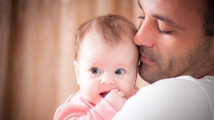 Weil es nicht aufhörte zu weinen, hat ein Mann einem Baby (18 Monate) beide Arme gebrochen. (Symbolbild) (Foto)