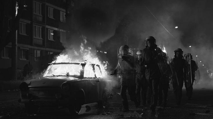 Am 24.08.1992 eskalierte die Gewalt gegen eine Asylunterkunft in Rostock-Lichtenhagen.