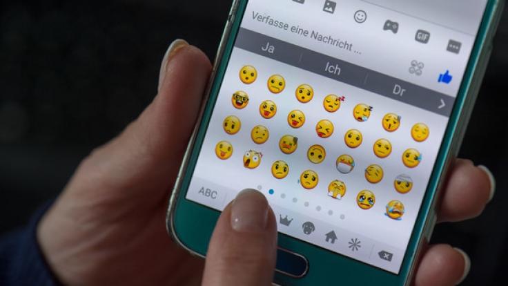 WhatsApp-Nutzer können sich über knapp 70 neue Emojis freuen. (Foto)