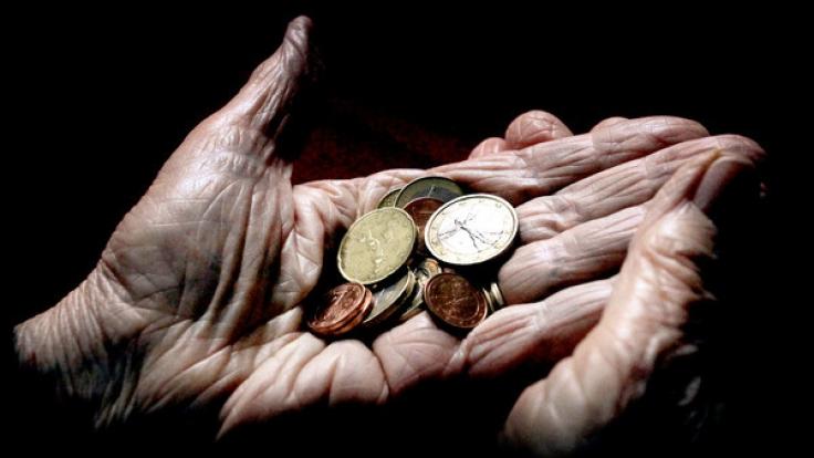 Fast jeder 10. Deutsche verdient so wenig, dass er trotz Job in Armut lebt. Das hat dramatische Konsequenzen für die Rente.