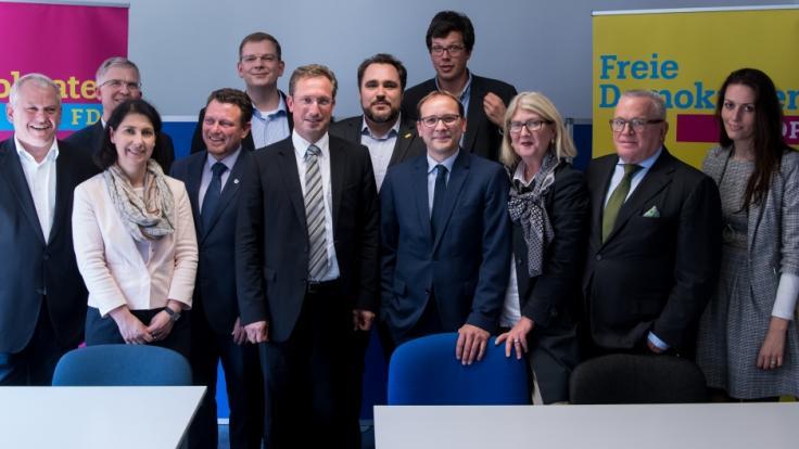 FDP-Politiker Jimmy Schulz (4.v.l.) ist tot.