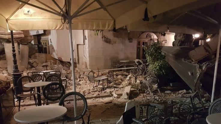 Ein starkes Seebeben hat auf der griechischen Ferieninsel Kos mindestens zwei Todesopfer und mehr als 120 Verletzte gefordert.