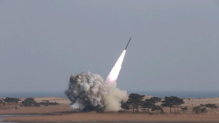 Nordkoreas Machthaber Kim Jong-Un testet in regelmäßigen Abständen Raketensysteme.