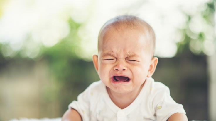 Eine Mutter hat ihren Sohn (10 Monate) auf den Boden geworfen. (Symbolfoto) (Foto)