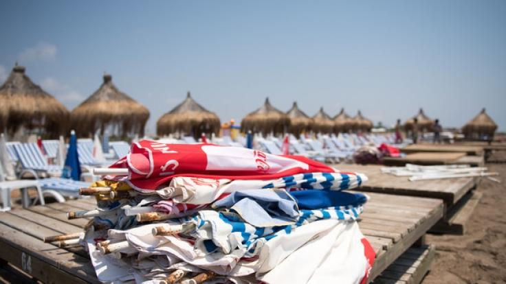 Für viele beliebte Urlaubsländer gibt es aktuell Reisewarnungen.