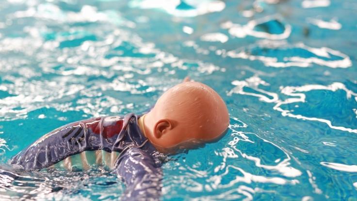 Die kleine Tochter von Fiori Giovanni soll in der Badewanne ertrunken sein. (Symbolbild) (Foto)