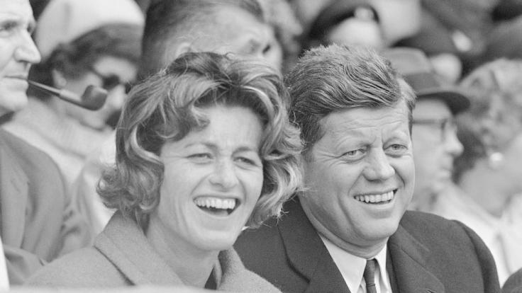 Jean Kennedy Smith mit ihrem Bruder John F. Kennedy im Jahr 1961. (Foto)