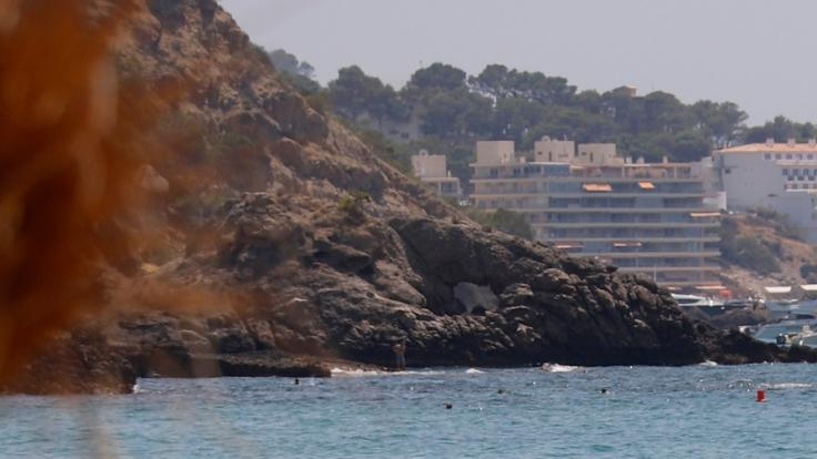 Zwei Touristen sind auf Mallorca von einer Klippe gestürzt und tödlich verunglückt. (Foto)