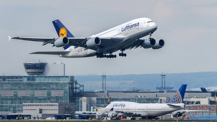 Auf dem Lufthansa-Flug von Shanghai nach München verstarb ein neun-jähriges Mädchen aus ungeklärten Gründen. Das Flugpersonal entschied sich für eine Notlandung (Symbolbild).