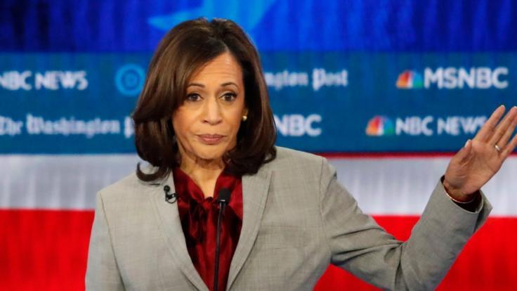 In neuesten Umfragen erzielte US-Vizepräsidentin Kamala Harris einen Negativrekord. Welche Folgen drohen ihr nun? (Foto)