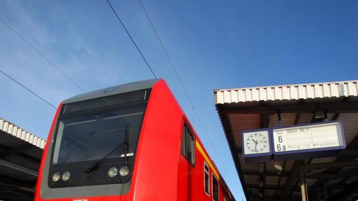 Bahnt sich ein neuer Bahnstreik an? Der Chef der Lokführergewerkschaft GDL, Claus Weselsky, hat erneut damit gedroht. (Foto)