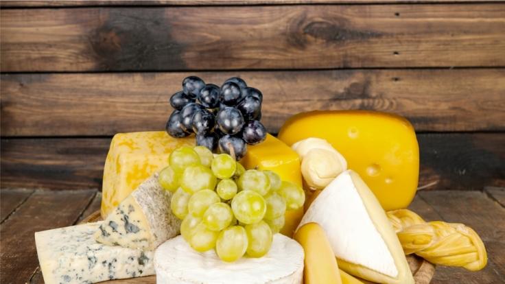 Der Verzehr von Käse ist besonders gut, wenn man seine Zähne ein bisschen aufhellen will. (Foto)