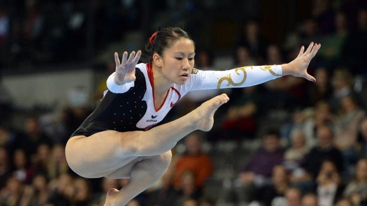 Die deutsche Turnerin Kim Bui bei ihrer Übung am Balken.