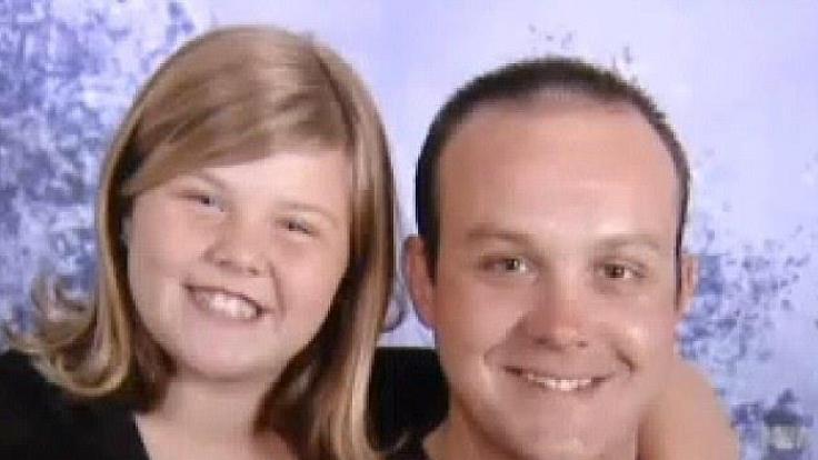 Ashlynn zusammen mit ihrem Vater. (Foto)
