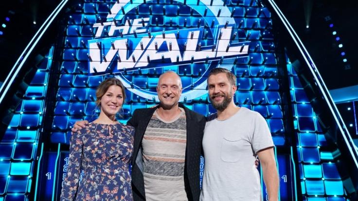 Julia (32), Moderator Frank Buschmann und Julias Ehemann Tobias (39) aus Köln (Foto)