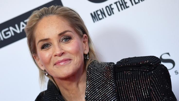 Sharon Stone versprüht auch mit 62 Jahren noch reichlich Erotik.