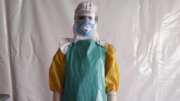 Zu sexy fürs Labor: Diese Wissenschaftlerin sollte aufgrund des figurbetonenden Arbeitsoutfits lieber nicht mit Männern zusammen arbeiten. (Foto)