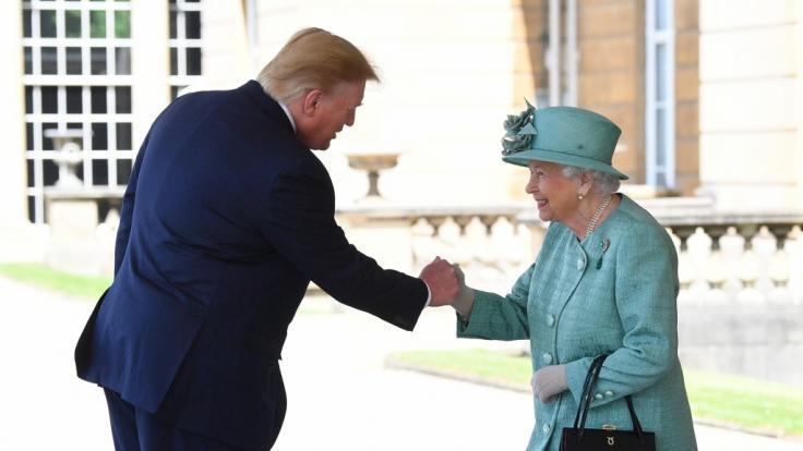 Donald Trump traf bei seinem dreitägigen Staatsbesuch in Grobritannien auch die Queen. (Foto)