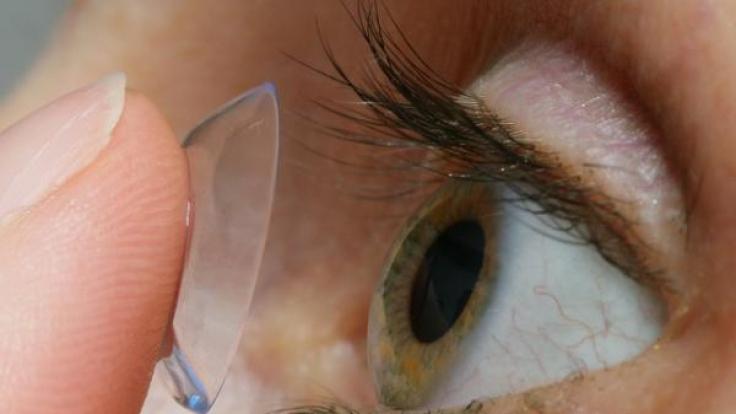 Winzige Lebewesen können den menschlichen Körper nachhaltig schädigen oder sogar töten. Eine Frau erblindete wegen einer Amöbe unter ihren Kontaktlinsen.