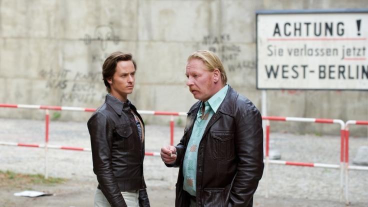 Lars Weber trifft sich mit seinem Agentenführer Ralf Müller. (Foto)