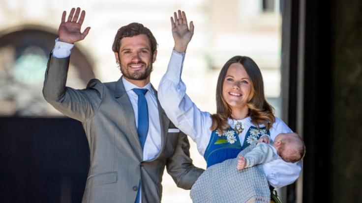 Prinz Carl Philip von Schweden und seine Ehefrau Prinzessin Sofia, hier mit dem ältesten Sohn Prinz Alexander, sind bald zu viert - die 32-Jährige erwartet ihr zweites Baby. (Foto)