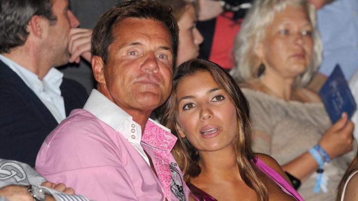 Dieter Bohlen mit seiner Freundin Carina auf einer Fashion Show. (Foto)