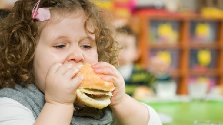 Kohlenhydrate am Abend können dick machen. Wer sie weglässt, kann schneller abnehmen. (Foto)