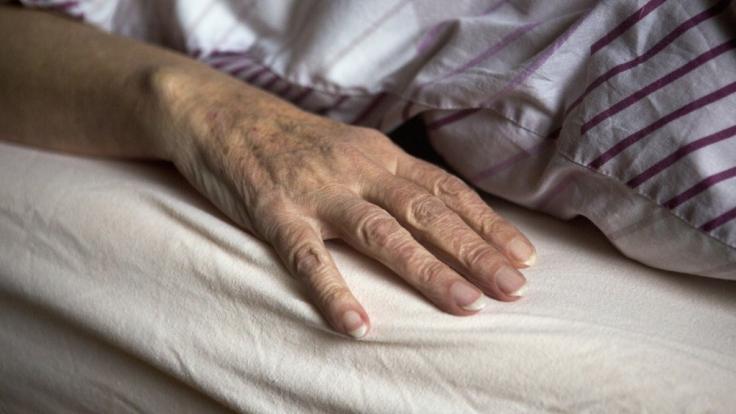 In Australien soll sich ein 21 Jahre alter Pfleger an einer Patientin vergangen haben. (Symbolbild)