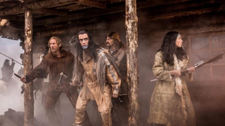 Old Shatterhand (Wotan Wilke Möhring, links) und Winnetou (Nik Xhelilaj, vorn) müssen einen letzten Kampf bestreiten. (Foto)