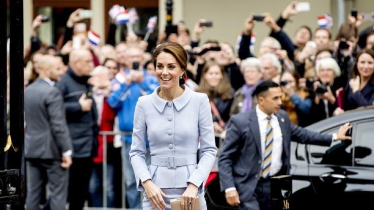Im wieder muss Herzogin Kate mit Schwangerschaftsgerüchten in der Presse kämpfen.