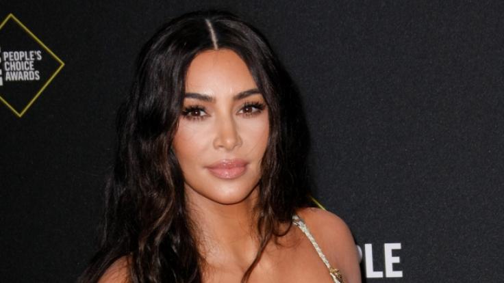 Kim Kardashian präsentiert ihre neueste Unterwäsche-Kollektion am eigenen Körper.