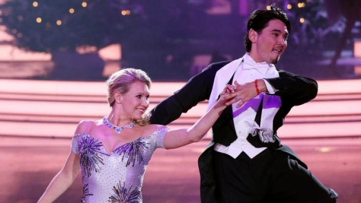 Erich Klann, hier bei Let's Dance an der Seite von Magdalena Brzeska, macht alles richtig.