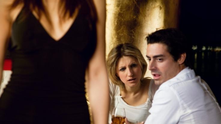 Die Freundin ist zu leicht zu haben - deshalb sabbert der Mann bei ihr nicht. Ganz anders sieht es hingegen bei der Nachbarin aus. (Foto)