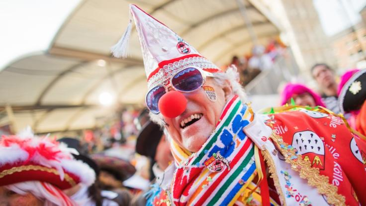 Jecken feiern beim Karneval in Köln: Am 11.11.2018 beginnt wieder die närrische Zeit.