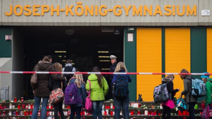 16 Mitschüler und zwei Lehrerinnen des Joseph-König-Gymnasiums waren an Bord der Unglücksmaschine.
