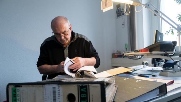 Polizeioberkommissar Holger Kunkel in seinem Büro in der Polizeiinspektion in Braunschweig.