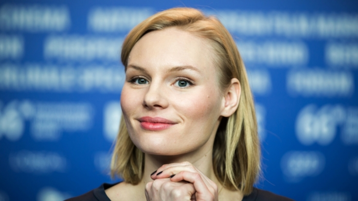 Rosalie Thomass am 13. Februar 2016 auf einer Pressekonferenz während den 66. Internationalen Filmfestspielen. (Foto)
