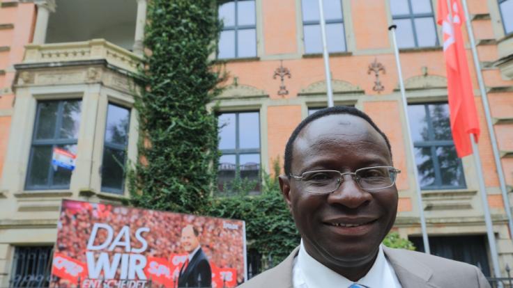 Schussattacke auf das Büro von SPD-Politiker Karamba Diaby in Halle (Saale). (Foto)
