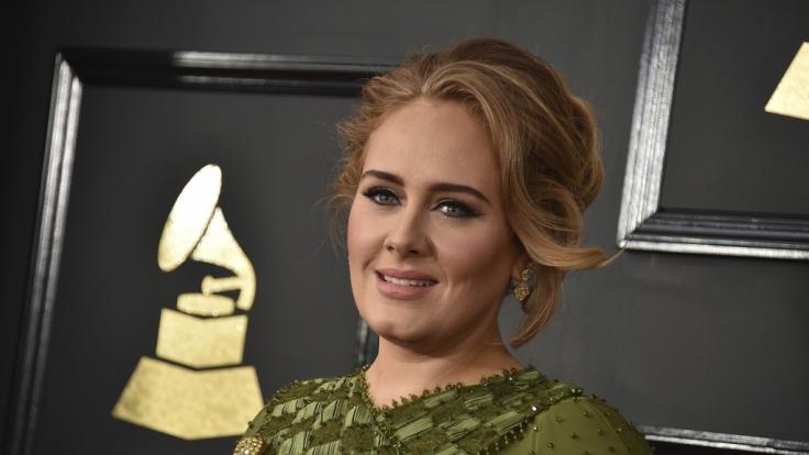 Adeles Vater ist gestorben. (Foto)