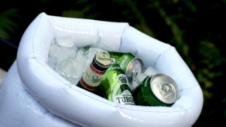In diesem riesigen Bierglas bleibt Ihr Bier schön kühl. (Foto)