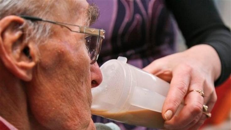 Weil immer mehr Menschen pflegebedürftig werden, ist in der Pflegepolitik Umdenken gefragt. (Foto)