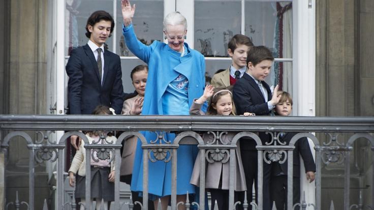 Prinz Felix von Dänemark (3.v.r.), hier anlässlich des 76. Geburtstags seiner Großmutter Königin Margrethe II. von Dänemark im April 2016, feiert am 22. Juli 2020 seinen 18. Geburtstag und ist damit volljährig. (Foto)