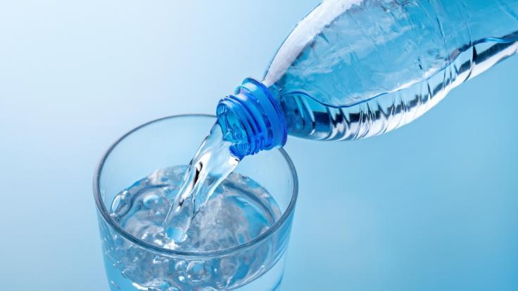 Stiftung Warentest hat 31 Mineralwässer genauer untersucht.